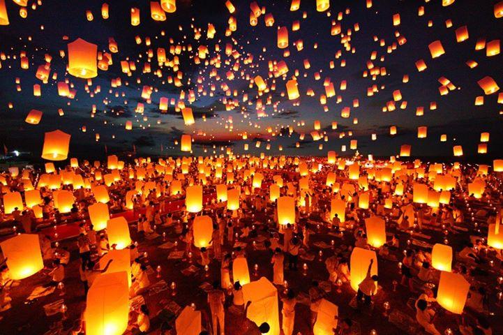 Resultado de imagem para festival de lanterna tailandia